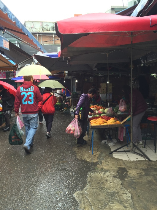 Rainy morning at Shilin market which is very different from night