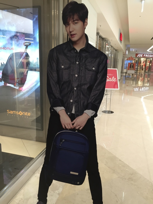 Some guy was smiling at me at CoEx Mall